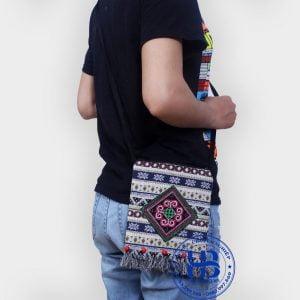 Túi đeo điện thoại thổ cẩm